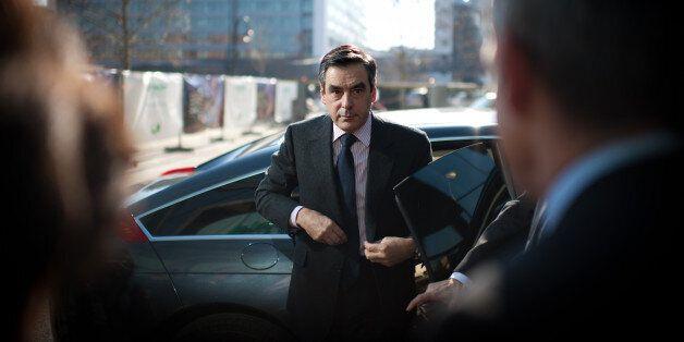 Le Premier Ministre français François Fillon arrive au siège de l'entreprise Schneider Electric, le...