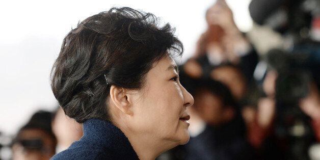 구속영장 청구된 '피의자' 박근혜의 13가지 혐의는 다음과 같다