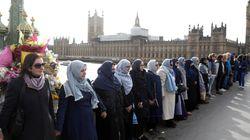 무슬림 여성들이 런던서 '인간 사슬'을 만든