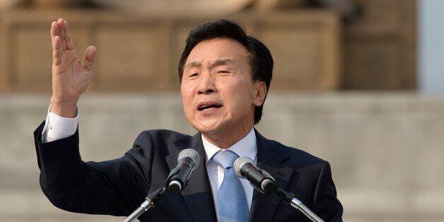 국민의당 대선주자인 손학규 전 민주당 대표가 19일 오후 서울 광화문 광장에서 대선 출마 선언을 하고