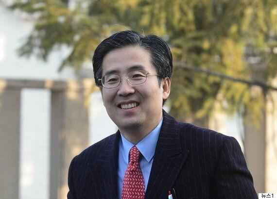 박근혜의 변호인단이 검찰에게 경의를 표하는 문자를 기자들에게