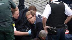 이 영국의원은 테러 당한 경찰을 구하려