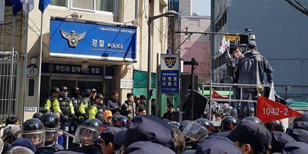 파출소에 방화를 시도한 '친박단체' 회원이