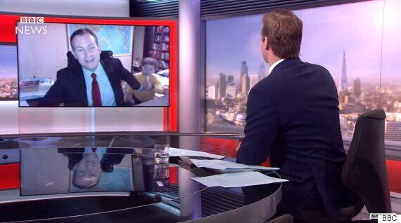전 세계 인터넷을 휩쓴 BBC 인터뷰 영상의 주인공 켈리 교수의 모친이 입을