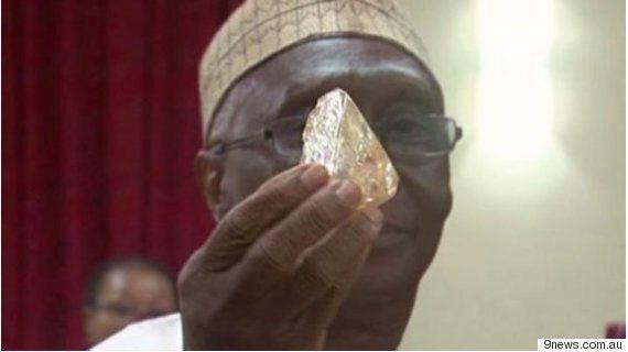 시에라리온의 어느 목사가 706캐럿짜리 다이아몬드를
