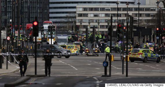 영국 의사당 건물 밖에서 총격 사건이