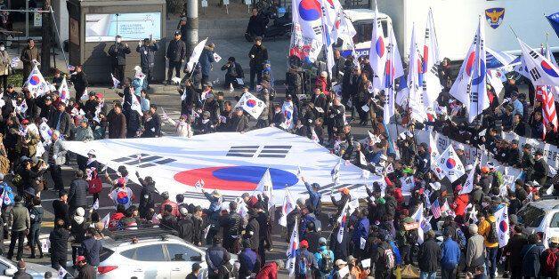 파출소 방화를 시도했던 '친박단체' 회원들이 불구속