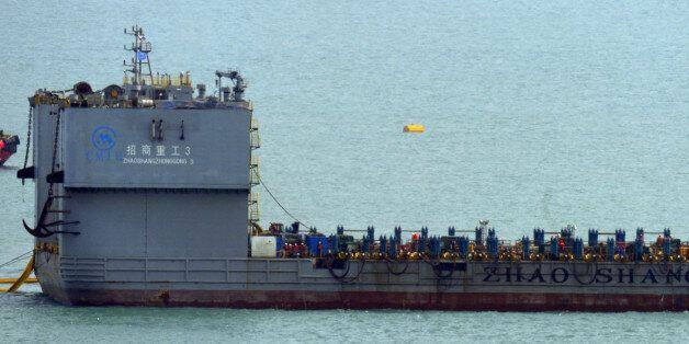 '침몰 1072일'만에 세월호 선체 해저면 약 1m