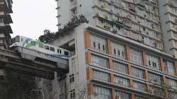 중국에는 아파트를 관통하는 전철이