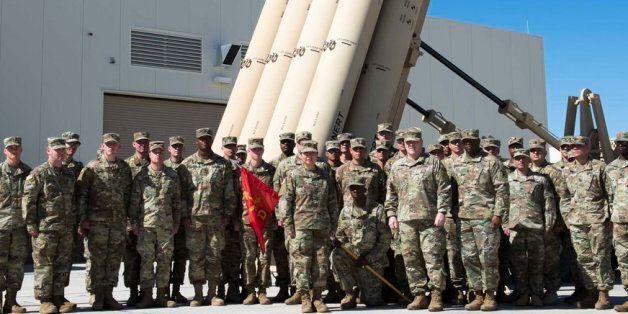 마크 밀리 미 육군 참모총장은 지난 2월 16일 텍사스의 제11방공포병여단을 방문하여 강미선 대위를 포함한 장병들과 함께 기념사진을