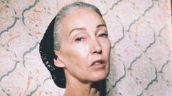 그녀는 56세의 란제리