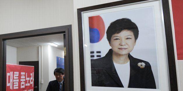 국방부가 전 군부대에 있던 박근혜의 사진을