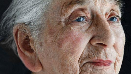 전 세계 100세 노인의 얼굴을 찍은