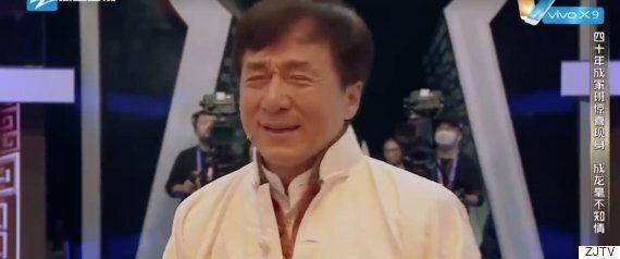 성룡이 판다 인형과 함께 오스카 레드카펫을 밟은