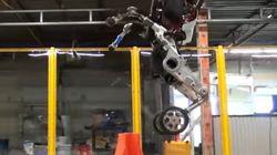 거의 사람만큼 점프할 수 있는 엄청난 로봇이