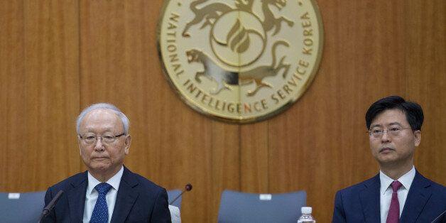 국가정보원에서 열린 정보위원회 국정감사에 참석한 이병호(왼쪽) 국정원장과 최윤수 2차장이 자리하고 있다.