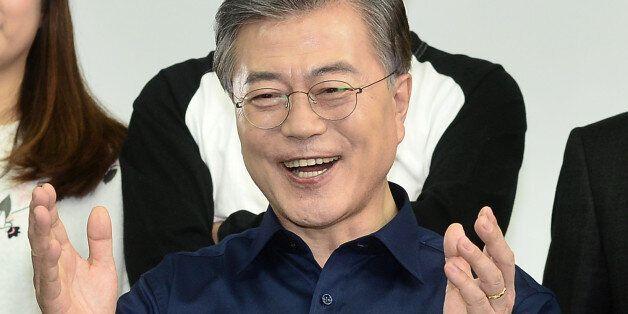문재인 더불어민주당 전 대표가 26일 오후 서울 강남구의 한 스튜디오에서 국민경선 참여를 독려하는 캠페인 홍보영상을 촬영하고