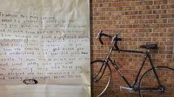 자기 자전거를 훔친 소녀에게 한 경찰이 위로의 편지를