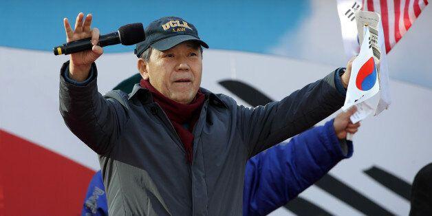 박근혜 대리인 김평우 변호사가 '태극기집회'에서 헌재를 맹비난하며 '불복종'을