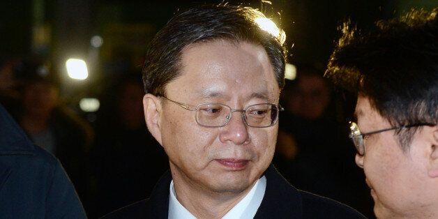 구속영장이 기각된 우병우 전 청와대 민정수석이 22일 오전 경기 의왕시 서울구치소에서 나와 기자들의 질문을 듣고