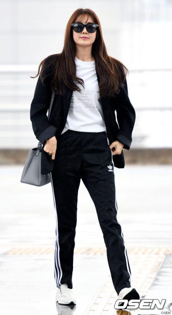 이 스타는 아디다스 삼선 바지에 수트 재킷을 완벽하게