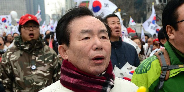 이인제 자유한국당 전 최고위원이 3.1절인 1일 오후 서울 세종로 사거리에서 열린 탄핵 기각 촉구 15차 태극기 집회에 참석하고