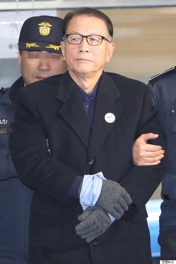 김기춘 전 비서실장의 변호인단은 박근혜 대통령의 변호인단 못지 않게 매머드