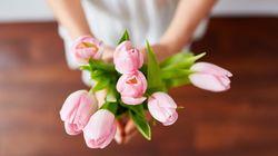 졸업식날 선생님에게 꽃다발과 선물을 줘도