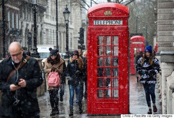런던의 빨강 전화부스가 검은색으로 변신