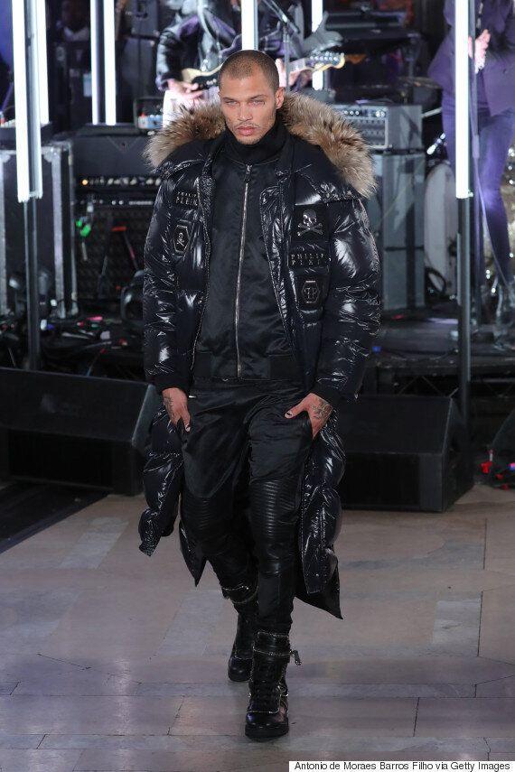 잘생긴 '머그샷'으로 모델이 된 남자가 뉴욕패션위크에