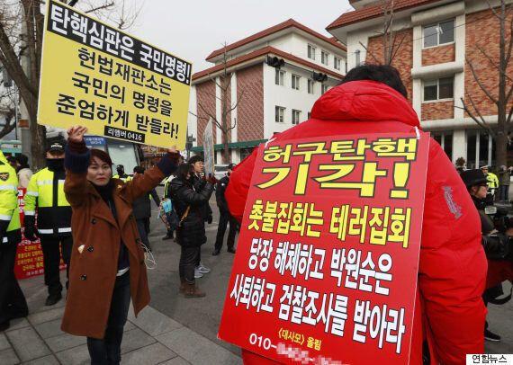 민주당이 이번 주말 촛불집회를 기점으로 '조기탄핵·특검연장 총력투쟁'에