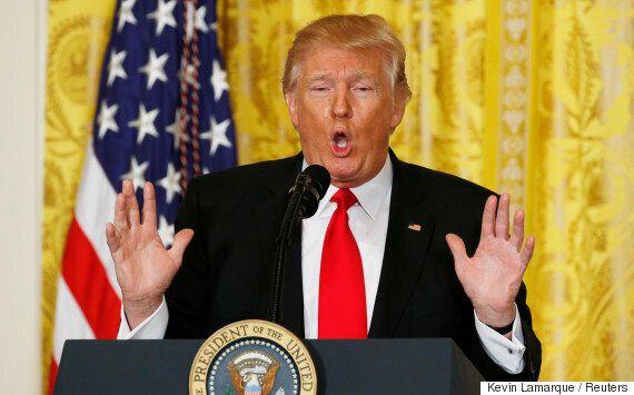 도널드 트럼프가 대혼란의 기자회견에서 '통제불능'인 언론을 맹비난하다