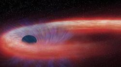 거대한 블랙홀이 10년째 별을 씹어먹고
