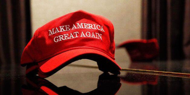 트럼프 모자를 사러 뉴욕 트럼프타워에 갔다. 잔뜩 쌓여 있는 트럼프 모자를 나만 살 수