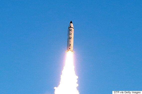 유엔 안보리가 북한 미사일 발사를 만장일치로 규탄하며 '추가 중대조치'를