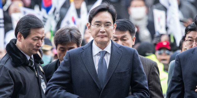 SEOUL, Feb. 16, 2017 : Samsung Electronics Vice Chairman Lee Jae-yong (Front) enters a Seoul court for...