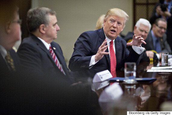 트럼프 측근들도 트럼프의 행동에 불안해하고 있다. 내부제보가