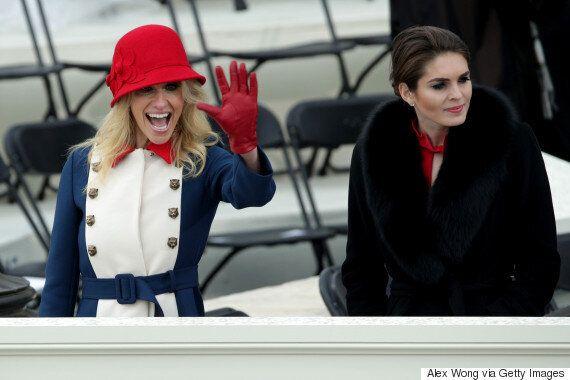 트럼프 선임 고문이 취임식에 입고 온 삼색 원피스의