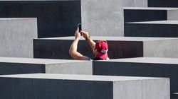 홀로코스트 추모관에서 셀카 찍는 사람들을 공개 창피 주는 프로젝트는