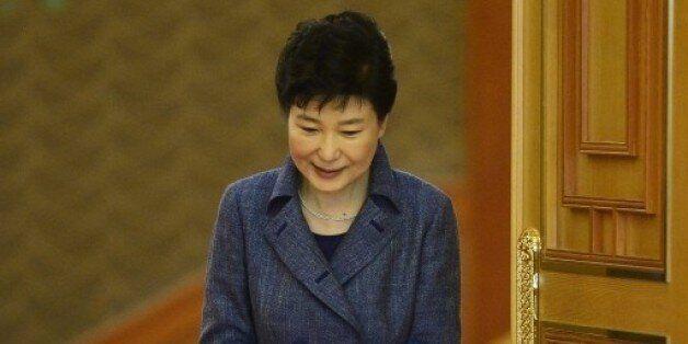 박 대통령 65번째 생일 밥상에 '탄핵'은