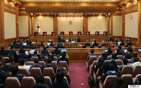 국회가 탄핵심판 '속도전'에 나섰지만 박근혜 측 저항이 만만치