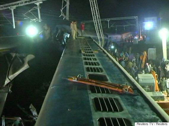 인도에서 고속열차 탈선 사고가