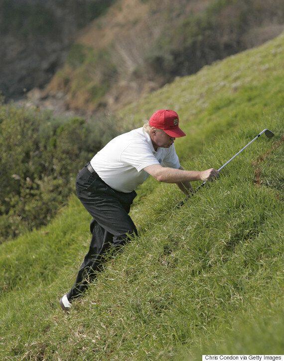 도널드 트럼프가 골프를 치는 사진이 11년 만에 '포토샵 전쟁'으로 빛을