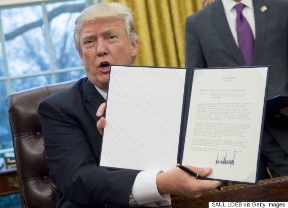 도널드 트럼프가 TPP 탈퇴를 공식 선언하며 '미국 우선주의'의 시대를