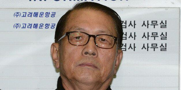김기춘이 '금테'에서 '뿔테' 안경으로 바꾼