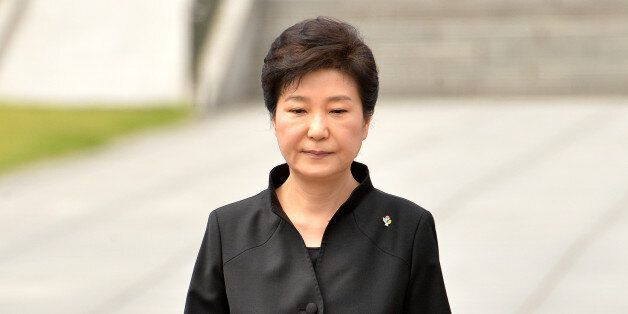 박근혜 대통령이 6일 오전 동작구 국립서울현충원에서 열린 제61회 현충일 추념식에서 추념사를 마친 후 자리로 향하고 있다.