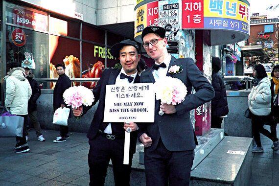 서울 도심 곳곳에서 동성 결혼식이
