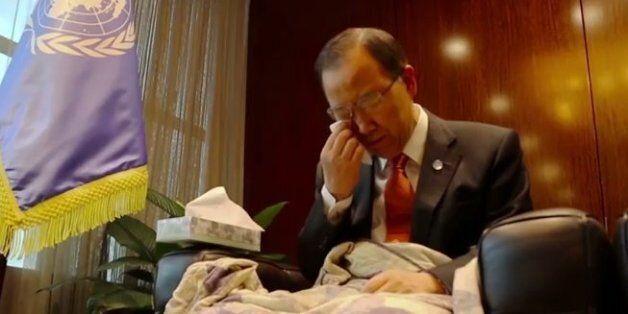 반기문 전 유엔사무총장이 울고 있다. (여론조사 결과 때문은 아니고) 영화 '타이타닉'을