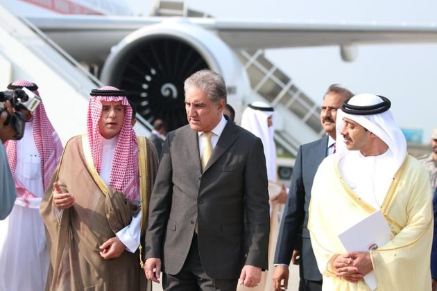 Pakistan's Foreign Minister, Shah Mehmood Qureshi (C) welcomes UAE Minister of Foreign Affairs and International...