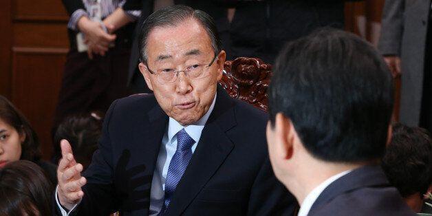 반기문 전 유엔 사무총장이 20일 서울 여의도 국회 의장실을 방문해 정세균 의장과 대화를 나누고